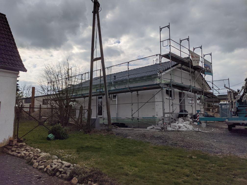 Dach fast fertig gedeckt